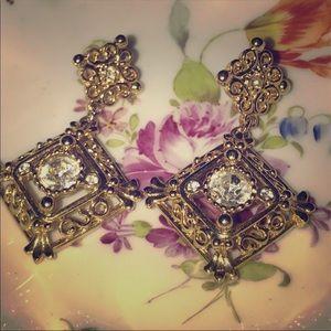 Jewelry - NWOT STUNNING GOLD COSTUME CHANDELIER EARRINGS